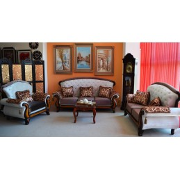 set canapele 3 locuri, 2 locuri , fotoliu un loc , tapiterie din catifea , elemente decorative .